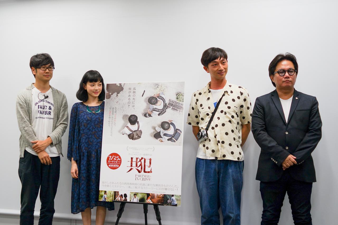 左から司会の中井圭氏、姚愛寗嬢、川島小鳥氏、松崎健夫氏。